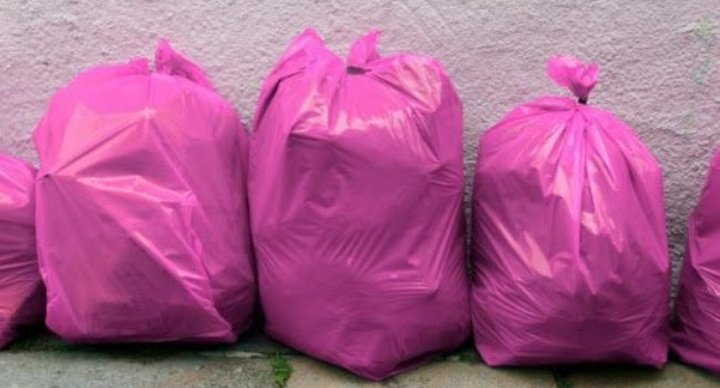 saco de lixo rosa